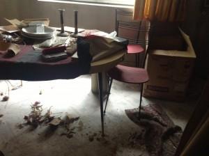La salon de la maison à débarrasser